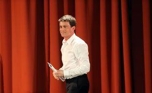 Manuel Valls à Vauvert pendant la campagne des élections départementales, le 27 mars 2015.