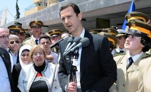 Photo fournie par l'agence officielle SANA le 6 mai 2015 montrant Bachar al-Assad à Damas