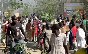 Le Nigeria est entré mardi dans le deuxième jour d'une grève générale illimitée lancée pour protester contre la hausse du prix des carburants et au cours de laquelle six personnes ont trouvé la mort lundi.