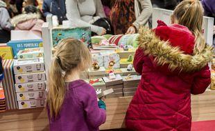 Des enfants au Salon du livre et de la presse jeunesse de Montreuil en 2019