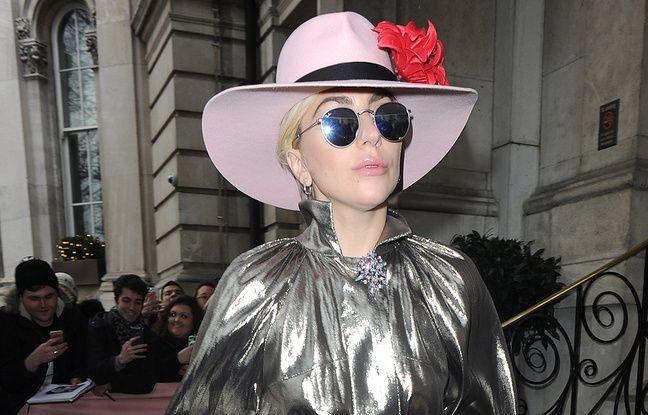 Lady Gaga sort de son hôtel à Londres
