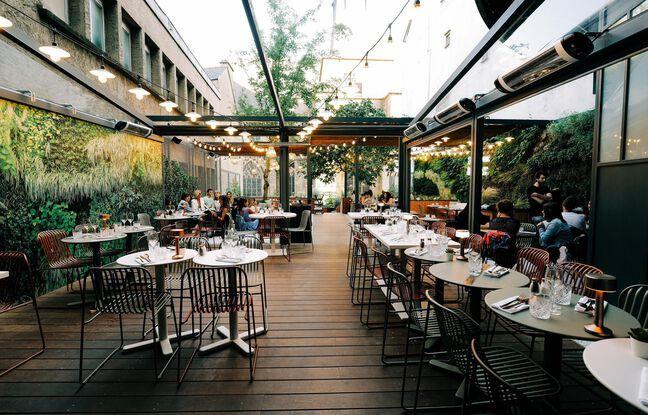 La terrasse de la crêperie La Fabrique fait de la place au végétal.