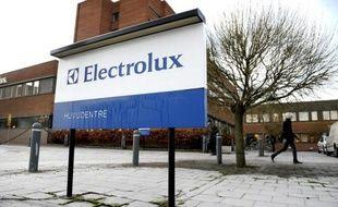 Le fabricant suédois d'électroménager Electrolux a annoncé lundi son intention de céder ou fermer dans les deux ans à venir une usine de lave-linge qui emploie 419 personnes à Revin, dans les Ardennes.
