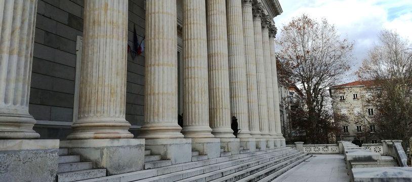 Le palais de justice de Saint-Etienne. Illustration.