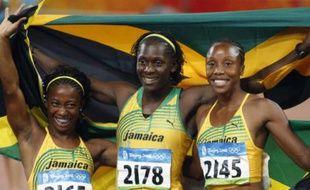 Les sprinteuses jamaïcaines médaillées aux JO de Pékin lors de la finale du 100m. De gauche à droite, Shelly-Ann Fraser (or), Kerron Stewart (bronze) et Sherone Simpson (argent).