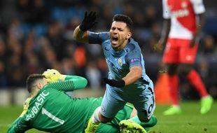Sergio Agüero s'écroule lors du match entre Manchester City et Monaco le 21 février 2017.