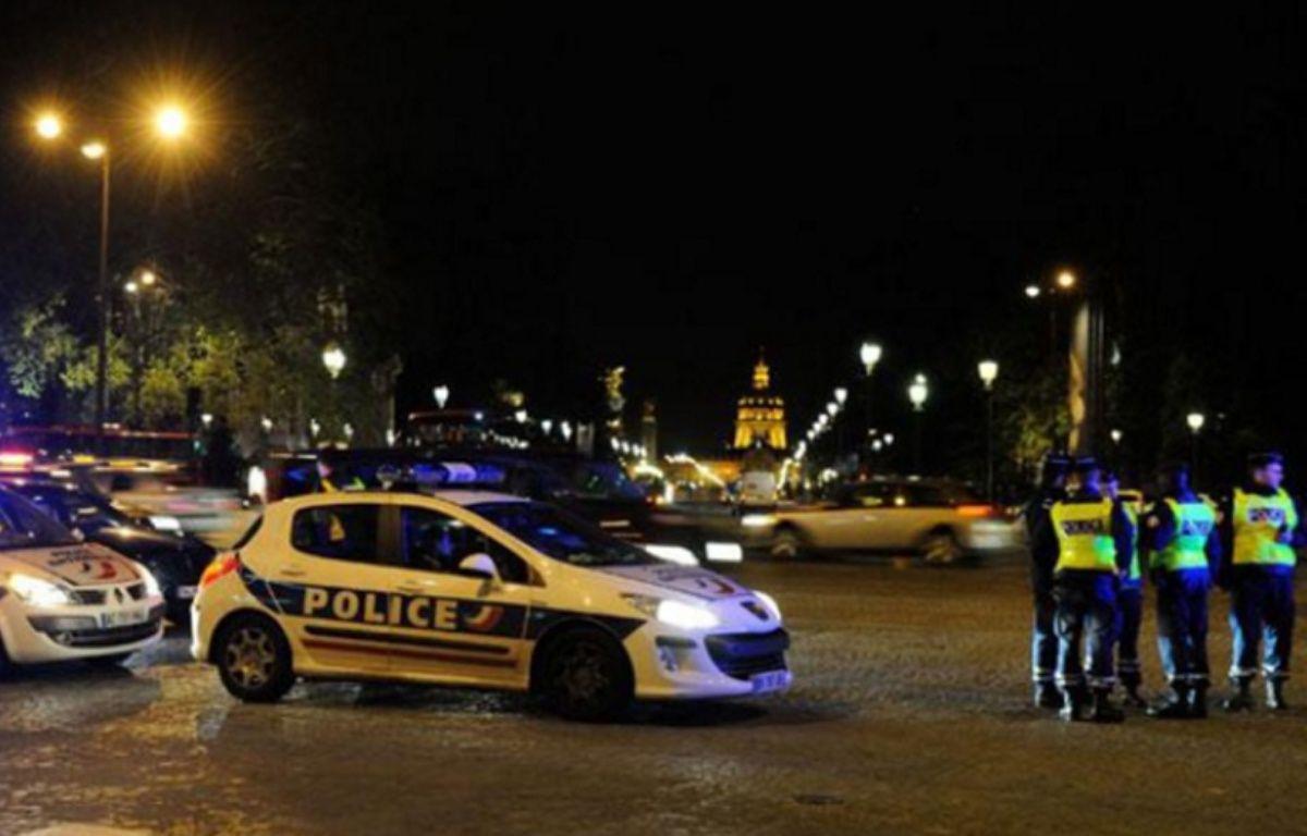 Des policiers en colère contre la mise en examen d'un collègue pour homicide, le 26 avril 2012. – WITT/SIPA
