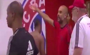 Pep Guardiola, entraîneur du Bayern Munich, s'énerve contre Nigel De Jong, le milieu de terrain du Milan AC, le 4 août 2015.
