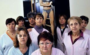 """Le fabricant de lingerie Lejaby, tout juste repris par un consortium associant son sous-traitant tunisien, a commencé à délocaliser sa production dès 1992, pour en arriver à """"zéro usine"""" en France avec la fermeture d'Yssingeaux, en Haute-Loire"""