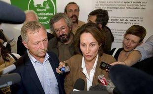 José Bové et Ségolène Royal, au tribunal de Poitiers, lors du procès de l'eurodéputé pour fauchage d'OGM, le 14 juin 2011.