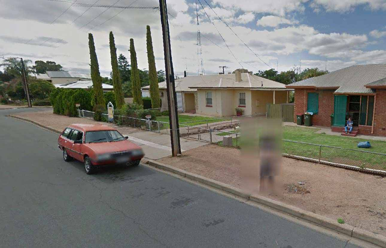 australie arr t e pour avoir montr ses seins sur google street view. Black Bedroom Furniture Sets. Home Design Ideas