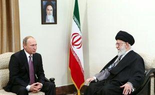 Le président russe Vladimir Poutine rencontre le 23 novembre 2015 à Téhéran le guide suprême Ali Khamenei pour évoquer le conflit en Syrie