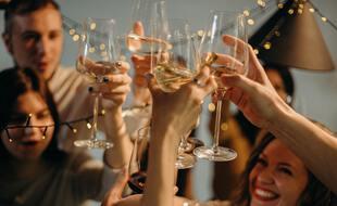 Apéro après les cours, pré-chauffe, OB (soirée open bar): de nombreux moments de la vie étudiante tournent autour de l'alcool