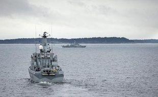 Un chasseur de mines patrouille dans les eaux de la Baltique près de Stockholm le 19 octobre 2014