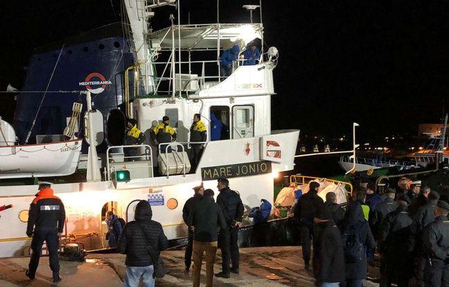 Italie: Des migrants débarqués à Lampedusa, Salvini furieux