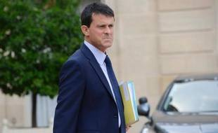 Le ministre de l'Intérieur Manuel Valls s'est montré intraitable pour défendre l'interdiction du cumul des mandats, mercredi au Sénat, fort de l'appui d'une nette majorité des députés qui doit permettre de passer outre à l'hostilité de nombreux sénateurs.