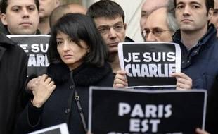Jeannette Bougrab, la compagne de Charb, devant l'Hôtel de ville de Paris après la cérémonie lors de laquelle Charlie Hebdo a été fait citoyen d'honneur