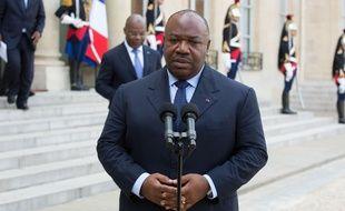 Ali Bongo, actuel président du Gabon, fait l'objet d'une controverse liée à la succession d'Omar Bongo.