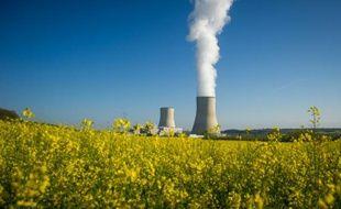 Les deux tours de refroidissement de la centrale nucléaire de Civaux, dans le centre de la France, le 25 avril 2016