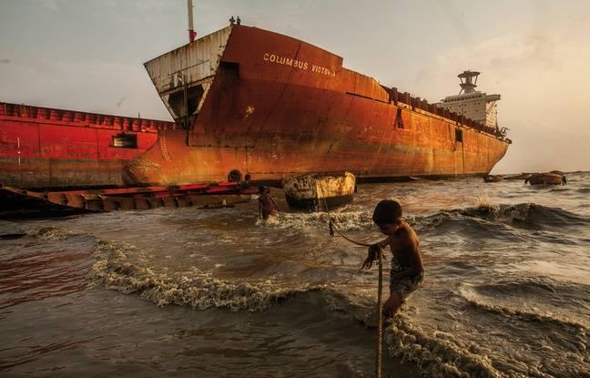 Shiho Fukada s'est intéressée au devenir des bateaux en fin de vie, ici au Bangladesh.