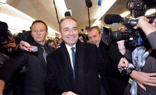 Les résultats partiels obtenus dimanche vers 20H15 concernant l'élection par les adhérents UMP de leur nouveau président étaient très serrés entre François Fillon et Jean-François Copé, chaque camp annonçant une légère avance pour son champion.