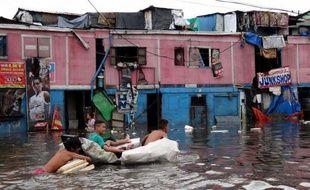 Le déluge qui s'est abattu sur Manille depuis trois jours a touché plus d'un million de personnes et fait au moins 20 morts dans la capitale philippine et sa périphérie, les habitants des bidonvilles ayant été les plus affectés, selon un nouveau bilan annoncé mercredi.