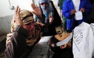 Six employés locaux d'une campagne de lutte contre la polio ont été tués par balle en deux jours dans deux des principales villes du Pakistan où les insurgés islamistes s'opposent à la vaccination contre cette maladie virale encore endémique au pays.