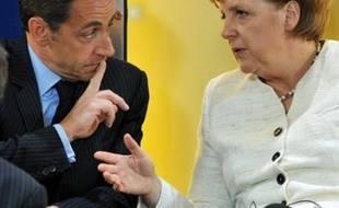 Le président français Nicolas Sarkozy a rendu jeudi à Aix-la-Chapelle un hommage insistant à la chancelière allemande Angela Merkel, conçu comme une nouvelle démonstration publique de la bonne entente retrouvée entre les deux dirigeants.