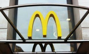 """La filiale française du géant américain du hamburger McDonald's a lancé mardi une formule """"Casse-croûte"""" à moins de 5 euros, proposant une version du fameux baguette jambon-fromage, marquant """"un pas de plus"""" vers son adaptation au goût des Français."""