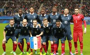 France's team (left to right - second plan : Moussa Sissokho, Raphael Varane, Mapou Yanga Biwa, Paul Pogba, Karim Benzema, Hugo Lloris - first plan : Yohan Cabaye, Christophe Jallet, Mathieu Valbuena, Lucas Digne, Alexandre Lacazette) before the friendly Football Match France vs Albanie at the route de Lorient stadium in Rennes, RENNES-14/11/14.  Credit:Pierre Minier/Ouest Medias/Sipa/OUESTMEDIAS_125073/Credit:PIERRE MINIER/OUEST MEDIA/SIPA/1411151307
