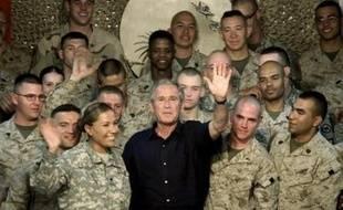 George W. Bush a entériné le choix de ses militaires d'un retrait d'Irak de 21.500 soldats d'ici l'été 2008, en laissant en suspens la question d'un plus large désengagement sous sa présidence, au risque de frustrer encore davantage les Américains las de la guerre.