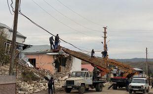 Une maison en ruine après un bombardement à Stepanakert, la capitale du Haut-Karabakh, samedi.