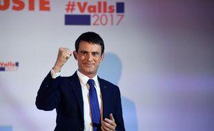 Le candidat à la primaire à gauche Manuel Valls au premier tour de la primaire le 22 janvier 2016 à la Maison de l'Amérique latine à Paris