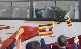 La délégation ougandaise pour les Jeux olympiques sur le départ de son camp de base d'Izumisano pour rejoindre Tokyo, le 20 juillet 2021.