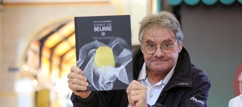 Jean-Yves Bordier, ici à Rennes, le 25 octobre 2018, avec son livre Esprit de beurre.