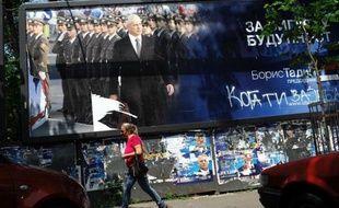Les Serbes votaient dimanche aux élections présidentielle, législatives et locales marquées par le duel entre le camp pro-européen du président sortant, Boris Tadic, et les nationalistes populistes de Tomislav Nikolic, avec en toile de fond une économie en crise.