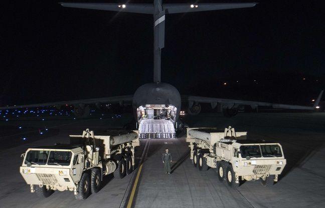 Débarquement de l'anti missile américain «Terminal High Altitude Area Defense» (THAAD) à Pyeongtaek, en Corée du Sud.