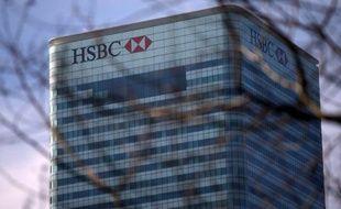 La banque britannique HSBC a annoncé mardi qu'elle allait vendre des portefeuilles de prêts aux Etats-Unis pour 3,2 milliards de dollars (environ 2,45 milliards d'euros).