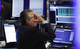 Un trader de Wall Street le 5 août 2019, alors que le Dow Jones a plongé de 3%.