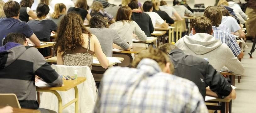 Des lycéens dans une salle de classe (illustration)