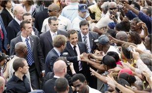 La foule a accueilli Nicolas Sarkozyà son arrivée à Fort-de-France, hier.