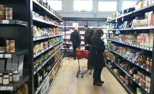 Les clients de ce supermarché coopératif ont tous des parts dans le projet et travaille dans la boutique 3 heures par mois.