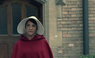 Florence Foresti dans la version «Made in France» de «The Handmaid's Tale».