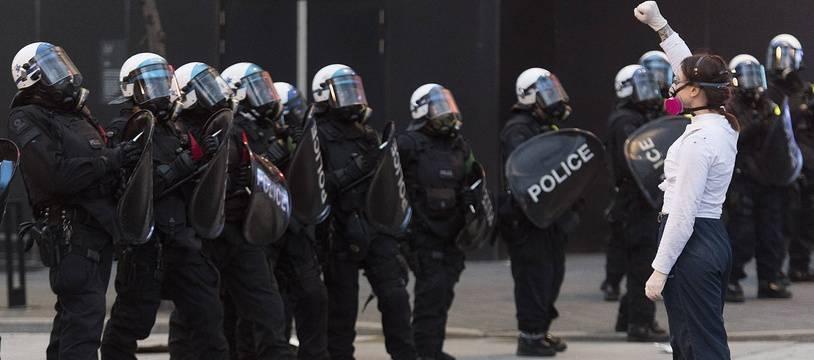 Des policiers lors d'une manifestation contre les violences policières à Montréal, le 31 mai 2020 (illustration).