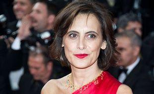 Sur le tapis rouge à Cannes, Ines de la Fressange, mise en beauté par L'Oréal Paris,  portait le Rouge à Lèvre Color Riche 377 Perfect Red.