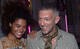 Vincent Cassel et sa compagne Tina Kunakey à la Fashion Week de Paris, le 4 juillet 2018.