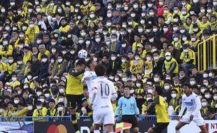De très nombreux spectateurs portaient un masque lors du match de J-League japonaise entre  Kashiwa Reysol et Hokkaido Consadole, le 22 février 2020.