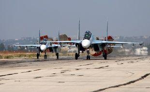 Lattaquié (Syrie), le 3 octobre 2015. Des chasseurs russes de type Sukhoi atterrissent sur la base de Hmeimim.