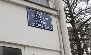 La rue du Château à Nantes a désormais sa plaque bilingue français-breton