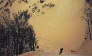 La neige orange des pistes de Sotchi, en Russie, fin mars 2018.